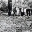 obiskovalci-v-vrtumaj-1970